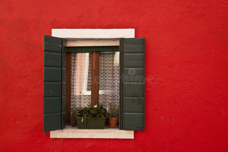 färgrikt italy för burano fönster royaltyfria bilder