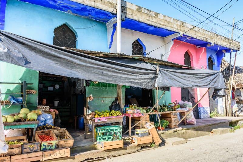 Färgrikt lager i den karibiska staden, Livingston, Guatemala fotografering för bildbyråer