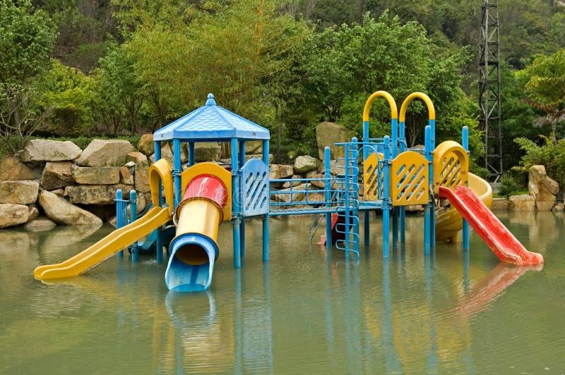 färgrikt lekplatsvatten royaltyfri bild