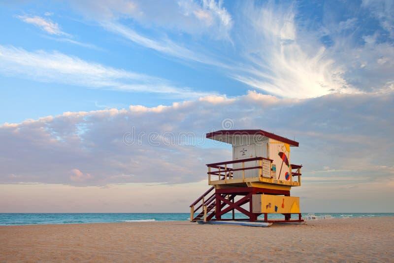 Färgrikt livräddarehus i Miami Beach royaltyfria bilder