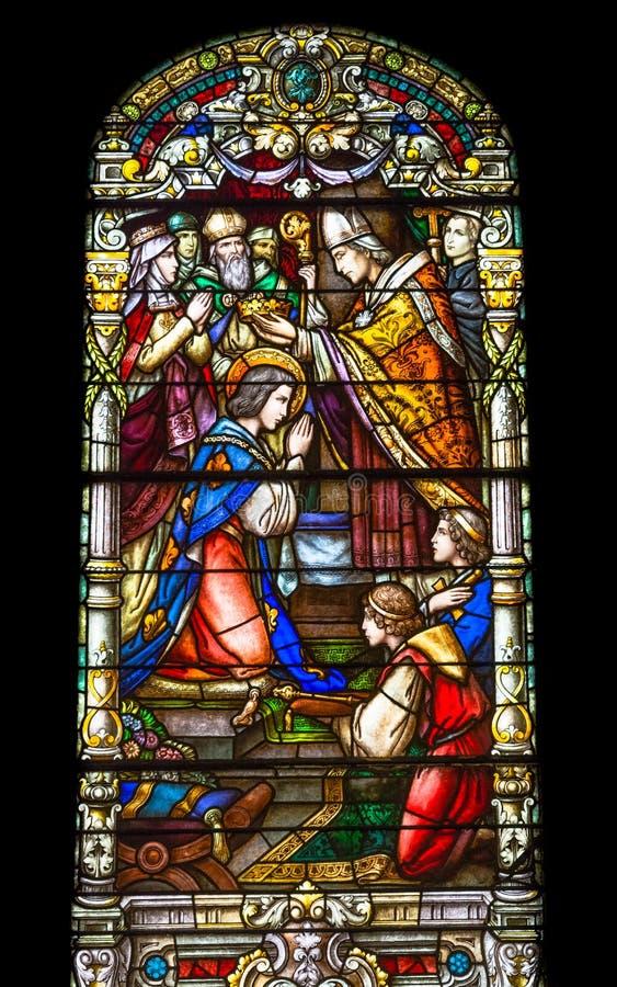 Färgrikt målat glassfönster i den St Louis domkyrkan i nya Orlea arkivfoto