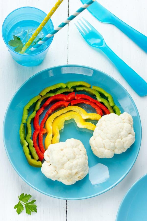 Färgrikt mellanmål för vegetarian för pepparblomkålregnbåge royaltyfria foton