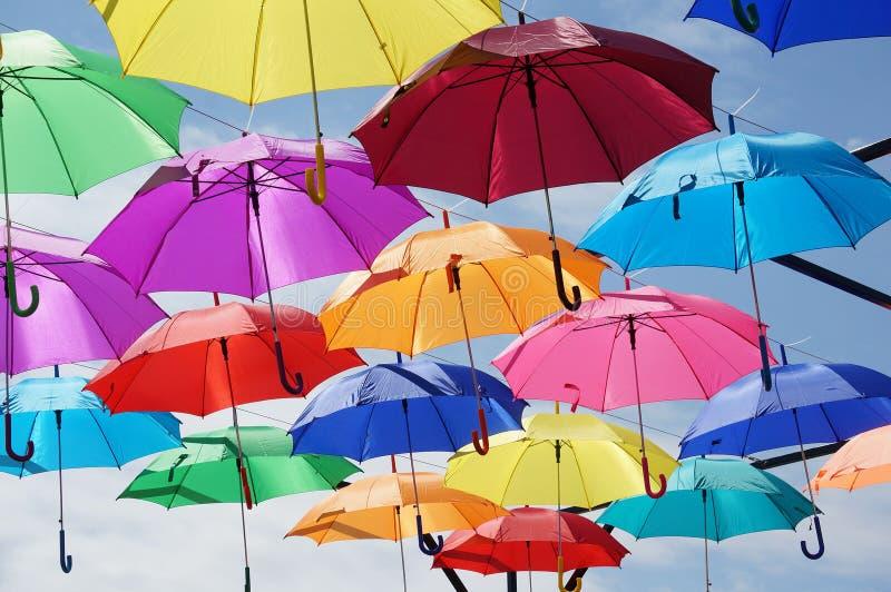 färgrikt paraply arkivfoton