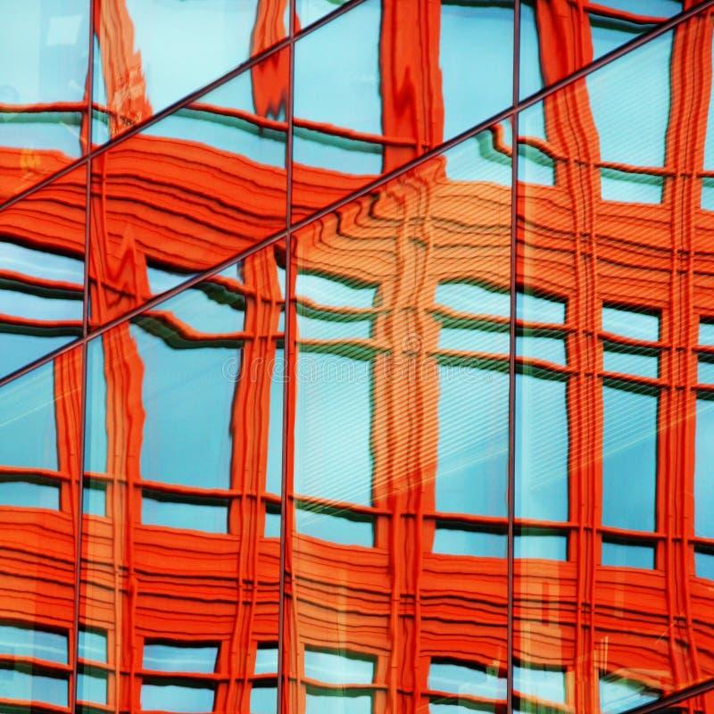 färgrikt reflexionsfönster royaltyfria foton