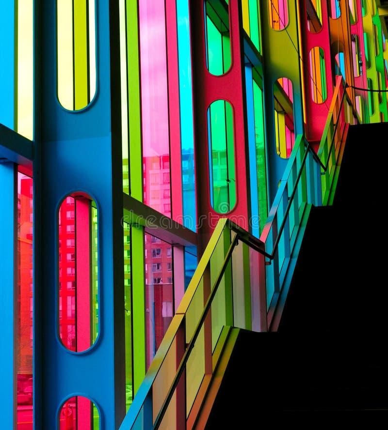Färgrikt ställa ut av en Montreal byggnad arkivfoton