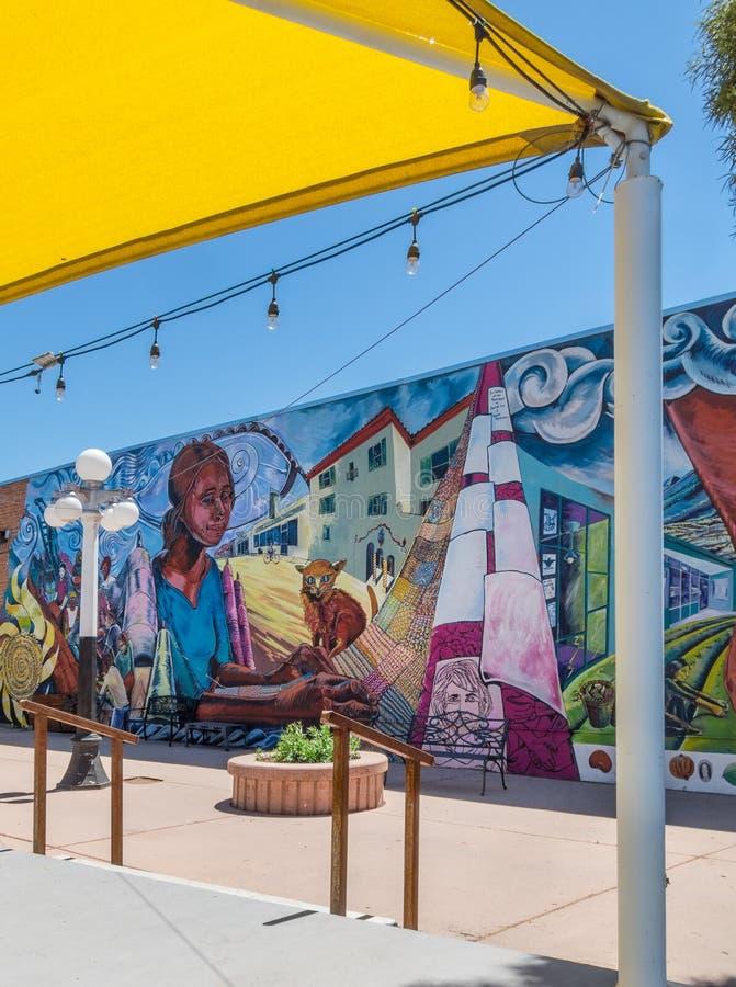 Färgrikt stads- vägg- konstverk fotografering för bildbyråer