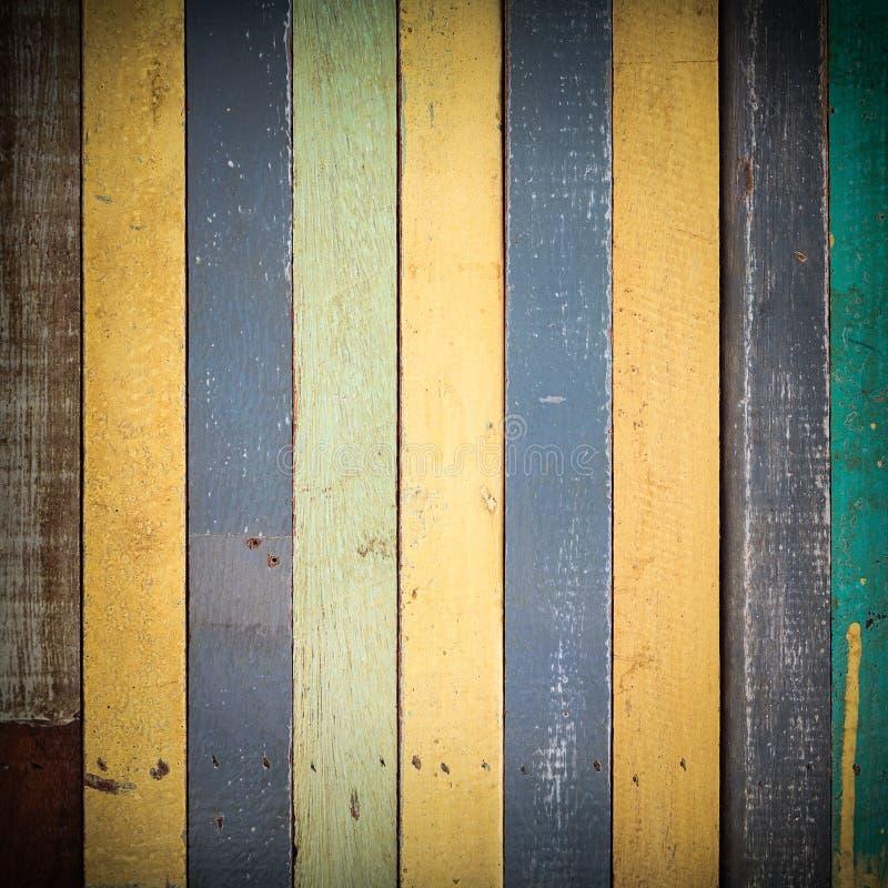 Färgrikt trä texturerar bruk för bakgrund royaltyfri foto