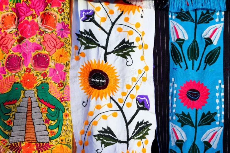 färgrikt tyg handcrafted mexikansk serape royaltyfri bild