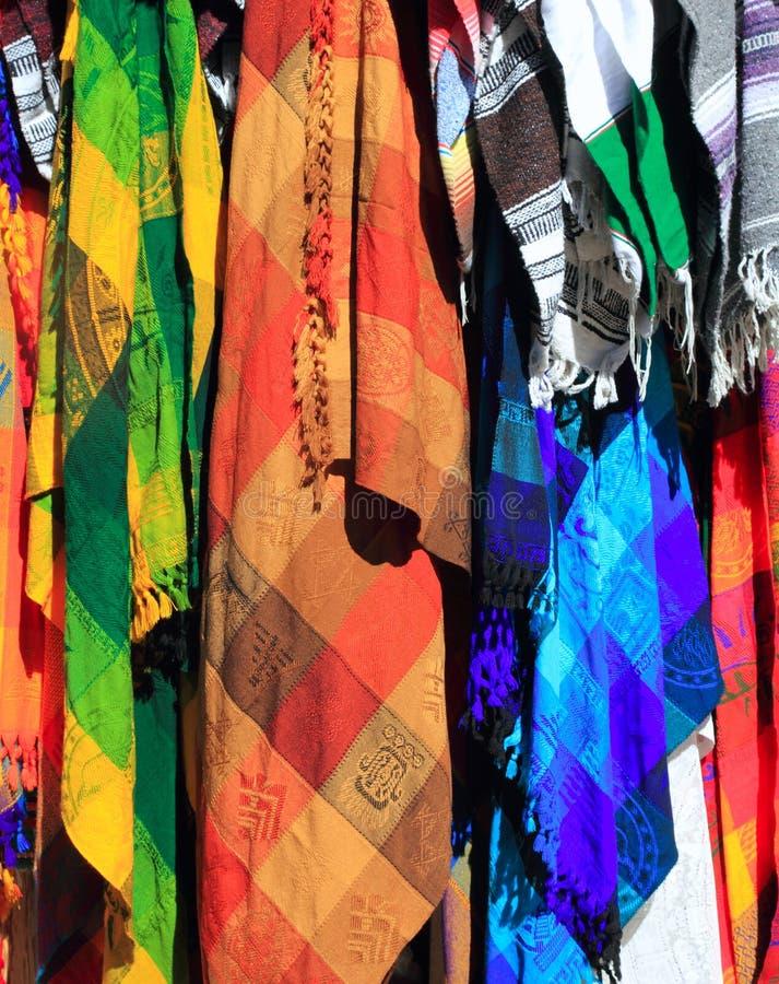 färgrikt tyg handcrafted mexikansk serape arkivbild