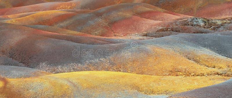 Färgrikt vulkaniskt landskap Panoramautsikt av färgrika sanddyn royaltyfria foton