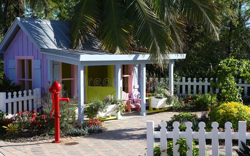 Färgrikt wood hus i Naples, Florida arkivfoto