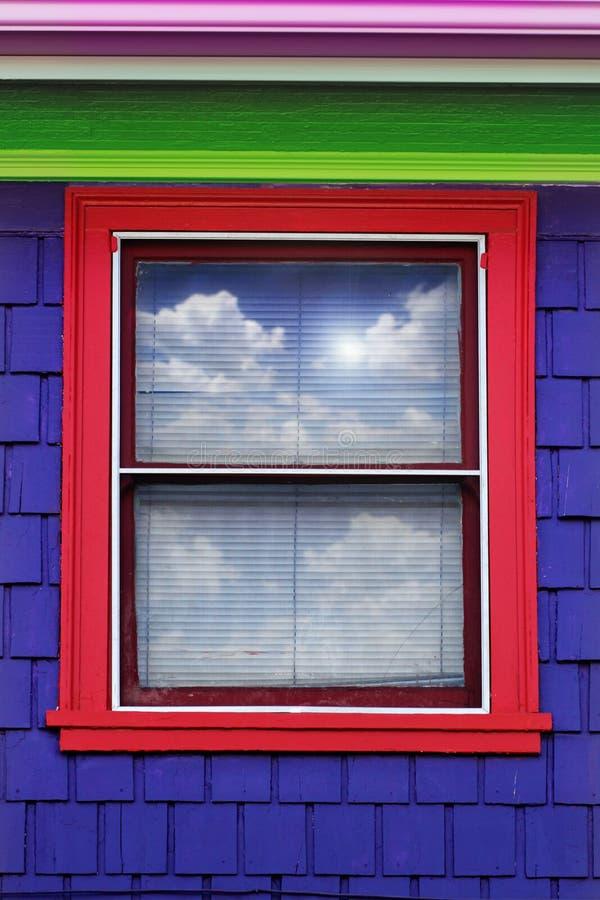 färgrikt ytterfönster arkivfoton