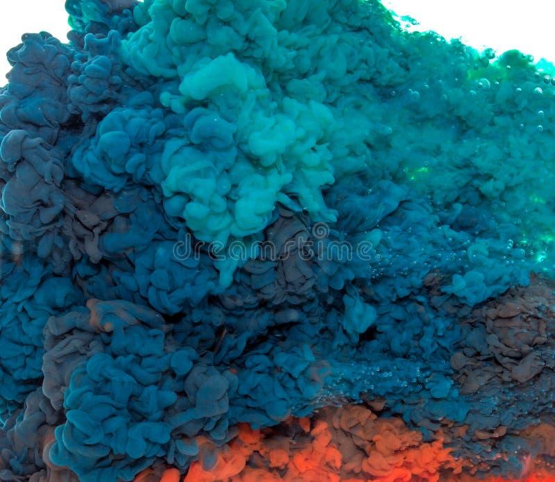 Färgstänk för färgpulver för färg för abstrakt målarfärgbakgrund mång- i vattnet som isoleras på vit bakgrund arkivbilder