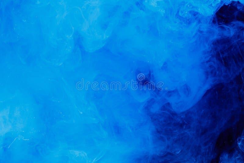Färgstänkvattenabstrakt begrepp blått färgpulver för bakgrund royaltyfria foton