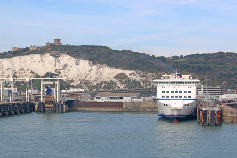Färja i Dover Harbour royaltyfri foto