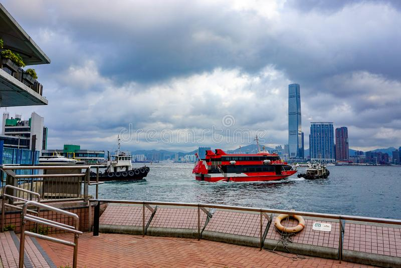 Färja i fjärden i Hong Kong royaltyfria bilder