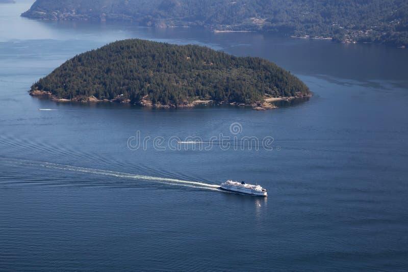 Färja i Howe Sound den flyg- sikten arkivfoto