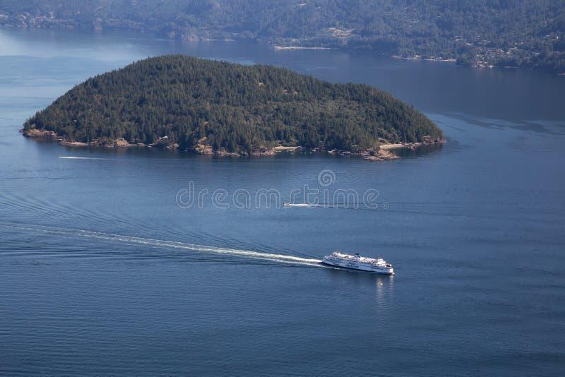 Färja i Howe Sound den flyg- sikten arkivbilder