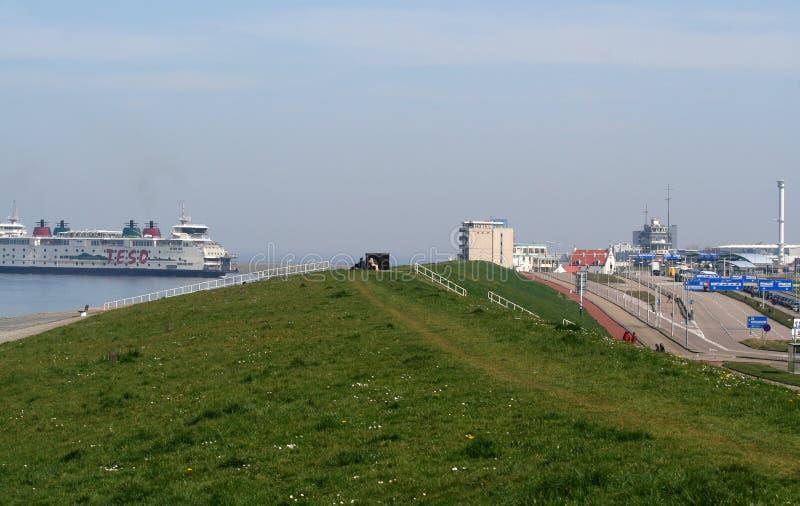 Färja till ön av Texel Den Helder royaltyfria bilder