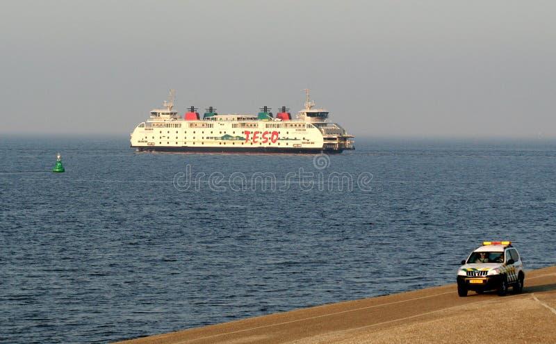 Färja till ön av Texel Den Helder royaltyfria foton