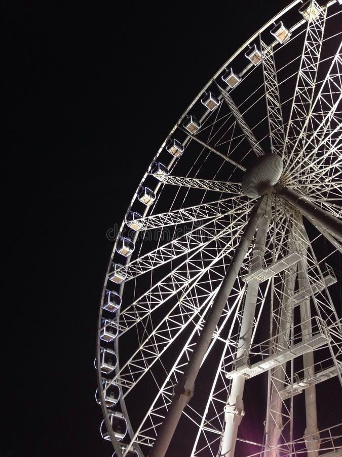 Färjahjul på natten arkivbilder