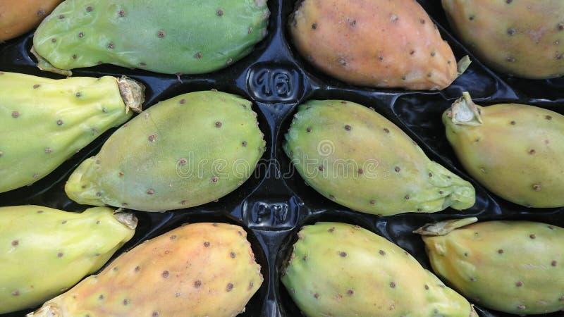 Färska prickade päron, kläder arkivfoton