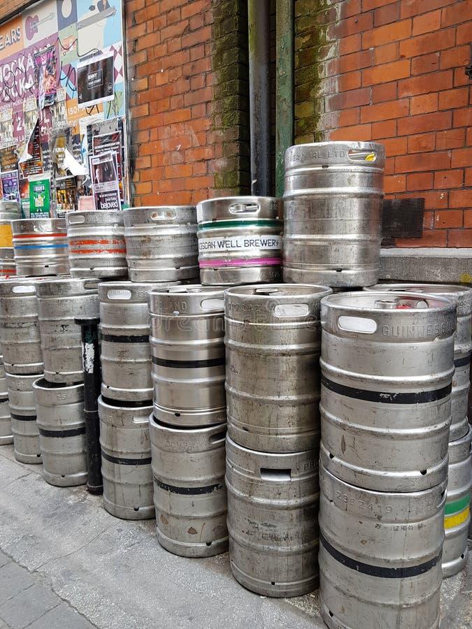 Fässer Bier lizenzfreie stockfotos