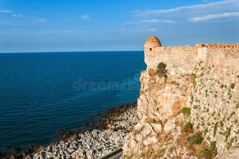 Fästning Fortezza och sikt av havet crete greece arkivfoto