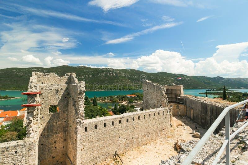 Fästning och väggar i Mali Ston, Peljesac, Dalmatia, Kroatien arkivbild