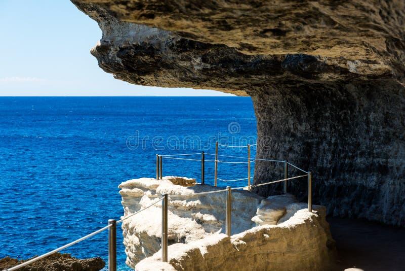 Fästningen i klippan Bonifacio royaltyfria foton