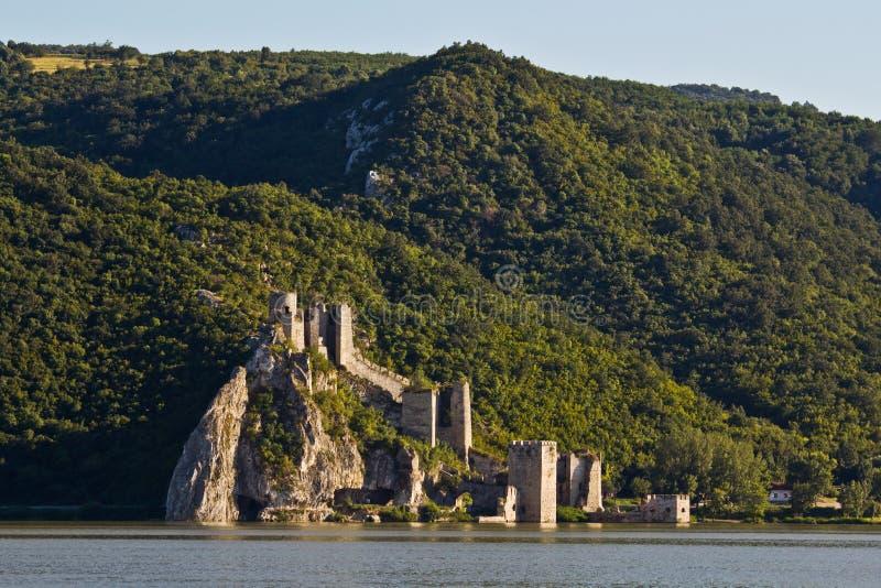 fästninggolubac royaltyfri foto