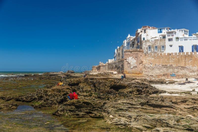 Fästningvägg av den gamla Essaouira staden på den Atlantic Ocean kusten, Marocko arkivbilder