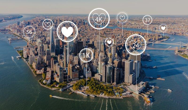 Få gillar mer begrepp med flyg- sikt av Manhattan royaltyfri foto