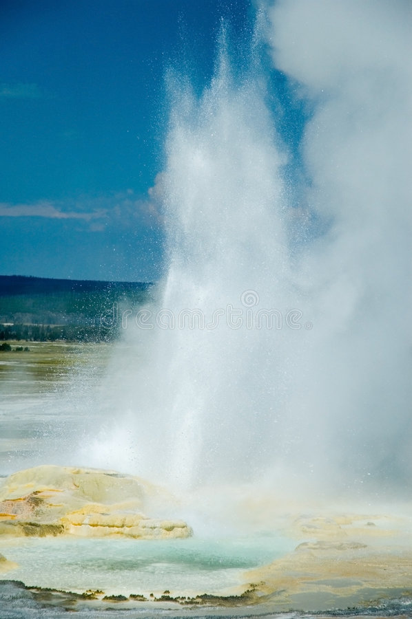 få utbrott geyser arkivbilder