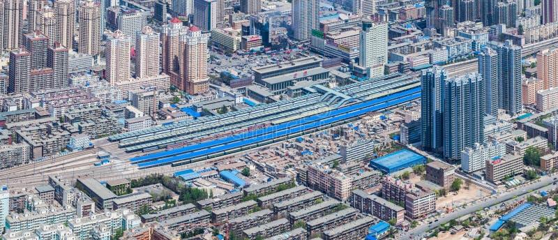 Fågel-öga sikt av stationen för drev för Lanzhou stad den västra royaltyfri foto