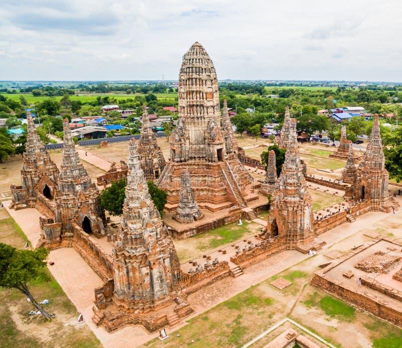 Fågel`-s-öga sikt av Wat Chaiwatthanaram royaltyfria foton
