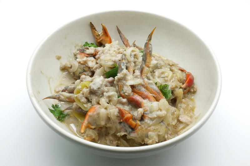 Fånga krabbor ragu, skita ostmassadoppet, sakta kokningchilikrabban, thai mat royaltyfria foton