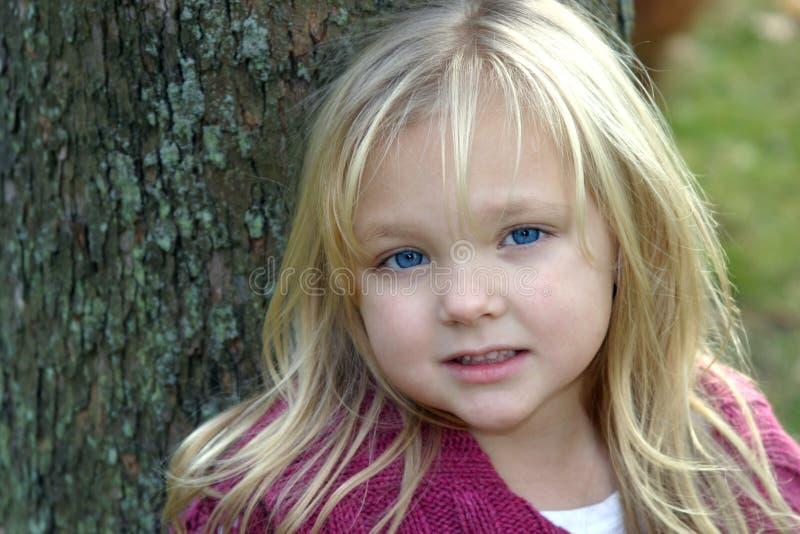 fångna blåa ögon för babys fotografering för bildbyråer