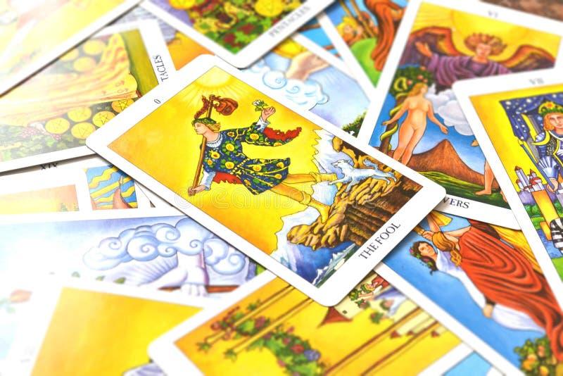 A fé do renascimento de Begginins do cartão de tarô do tolo foto de stock