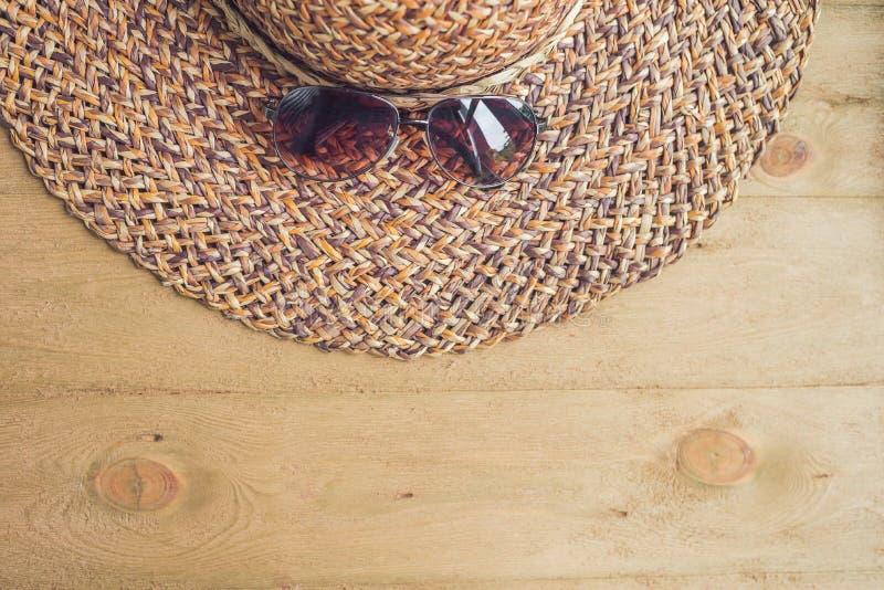 Férias de verão, férias, conceito do abrandamento Framboesas, palha fotografia de stock