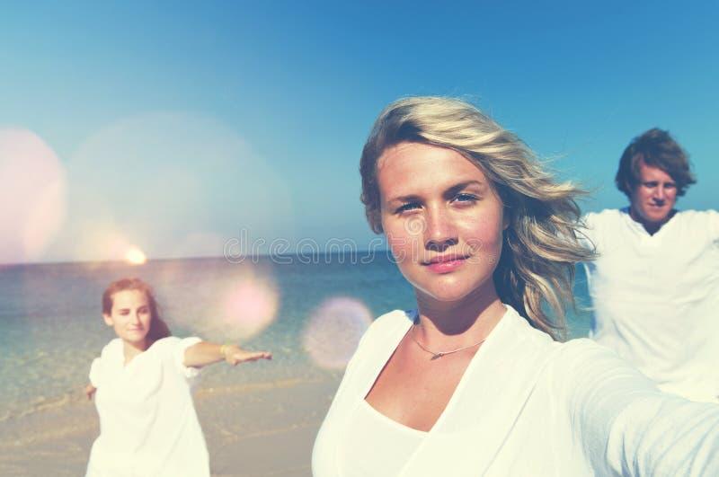 Férias de verão do abrandamento da praia que levantam o conceito fotografia de stock