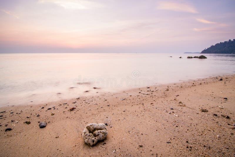 Férias na ilha de Tioman O cenário colorido pode ser manchado quase cada dia em que é maré alta fotografia de stock royalty free