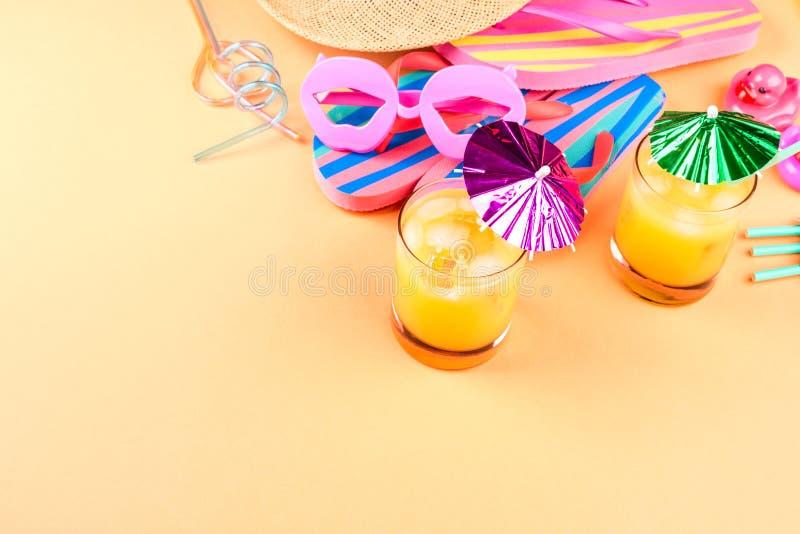 Férias no conceito da praia com cocktail do verão foto de stock