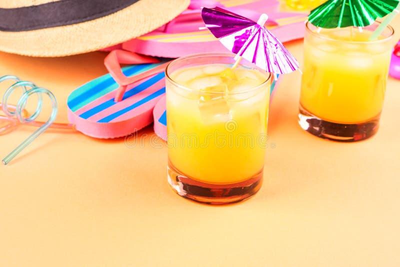Férias no conceito da praia com cocktail do verão fotografia de stock