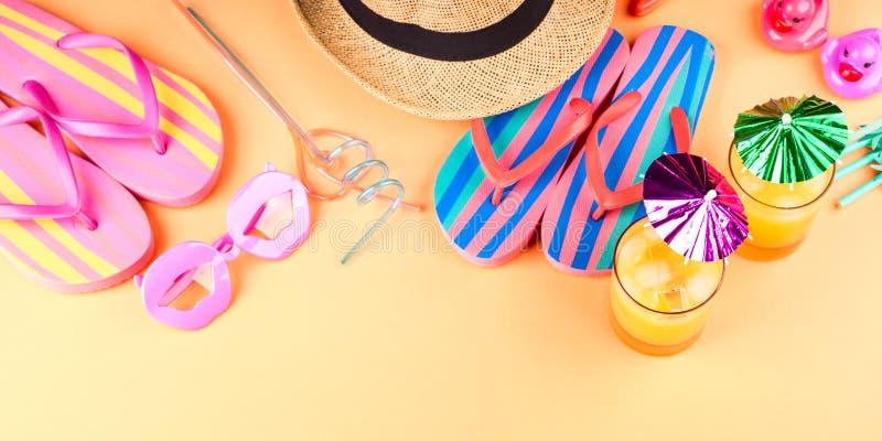Férias no conceito da praia com cocktail do verão fotos de stock