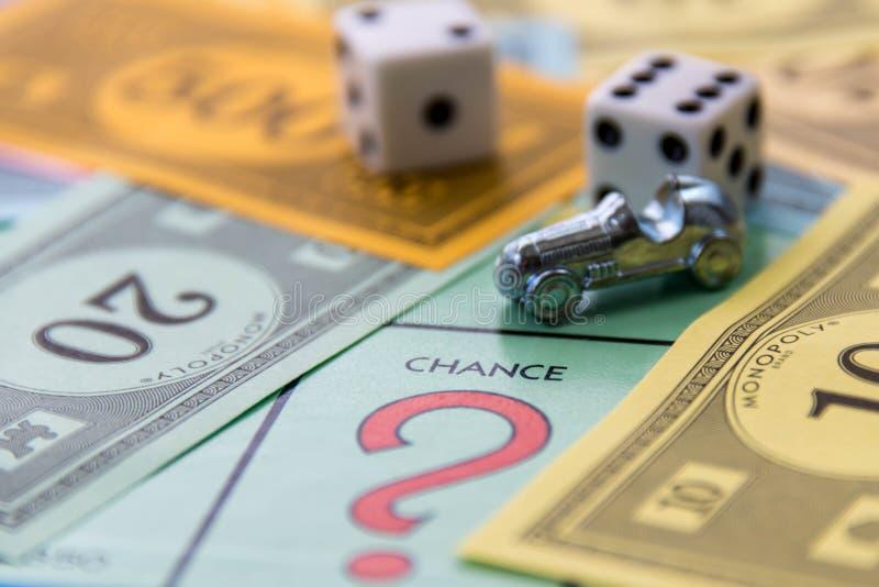 8 février 2015 : Houston, TX, Etats-Unis Panneau de jeu de monopole avec le Ca photos stock