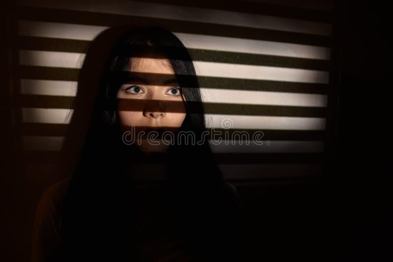 Fêmea assustado triste imagem de stock