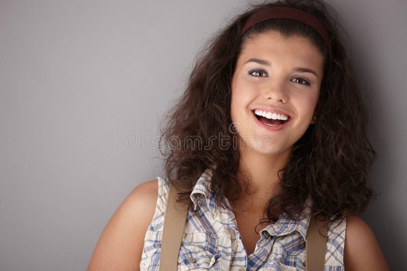 Fêmea bonita que sorri feliz fotos de stock