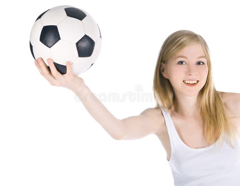 Fêmea caucasiano com a bola de futebol no fundo branco imagens de stock royalty free