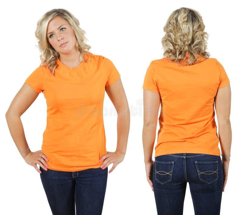 Fêmea com a camisa alaranjada em branco fotografia de stock royalty free